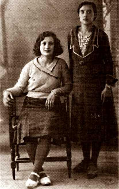 María Pérez Lacurz (dreta) amb una amiga