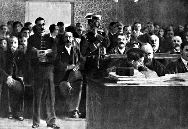 Ferrer Guàrdia (primer a la dreta) durant el seu judici