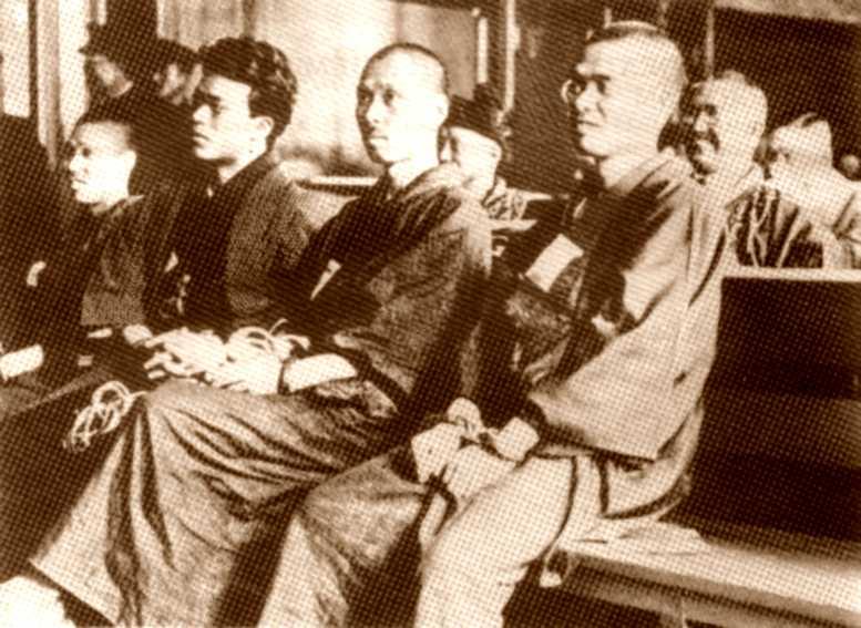 Juicio a los miembros de la Girochin Sha (10 de septiembre de 1925).  Daijiro Furuta es el tercero por la derecha