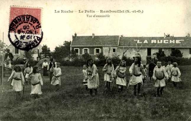 """Postal de """"La Ruche"""""""