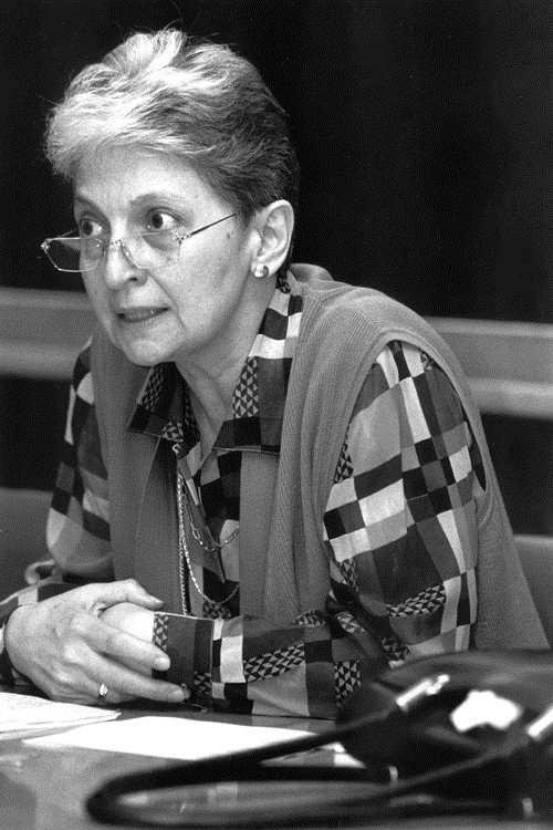 Clara E. Lida