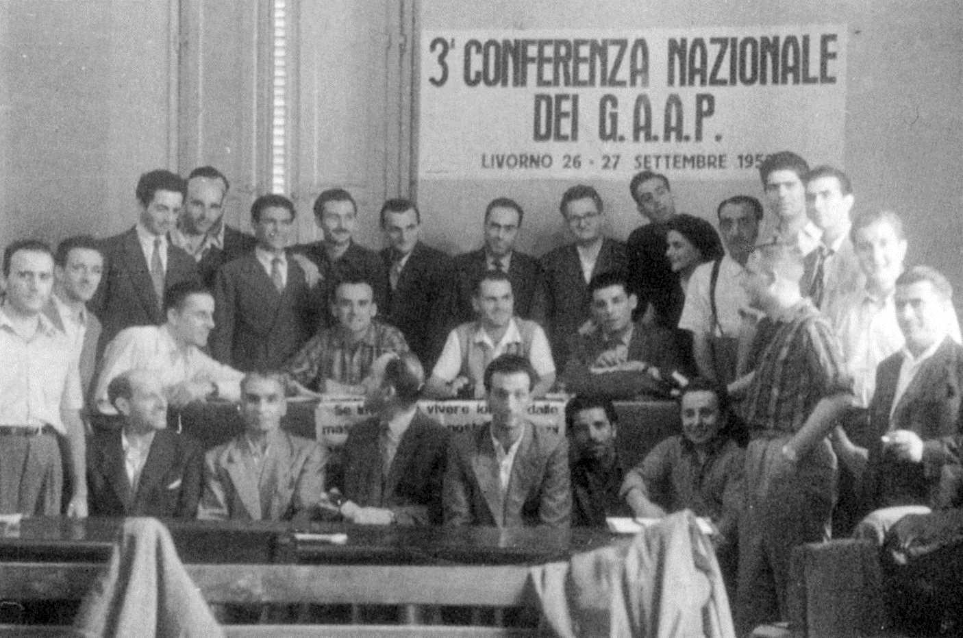"""Antonio Bogliani (dret, sota la paraula """"Livorno"""") en la II Conferència Nacional dels GAAP (Liorna, 26 i 27 de setembre de 1953)"""
