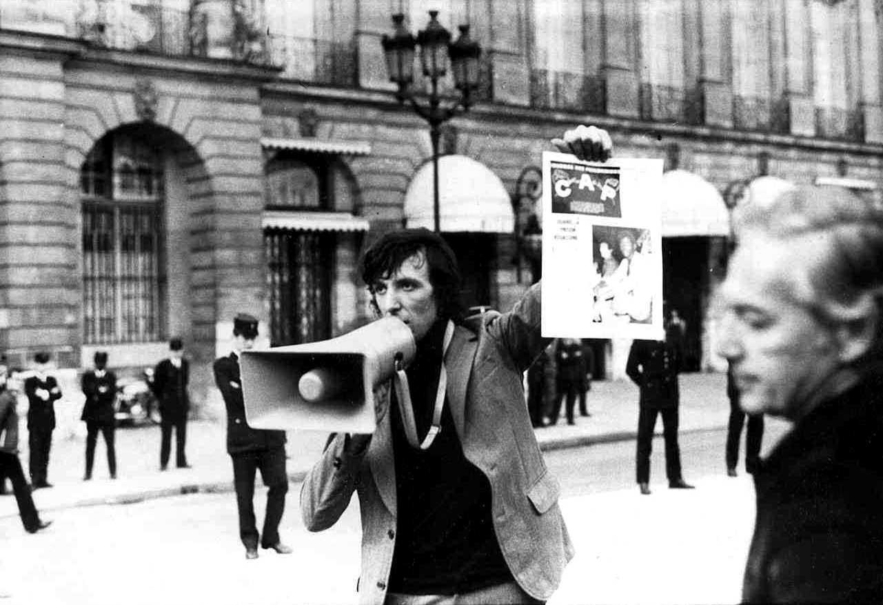 Serge Livrozet davant el Ministeri de Justícia en una acció del CAP