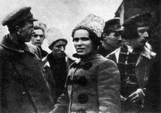 Makhno i un grup de companys