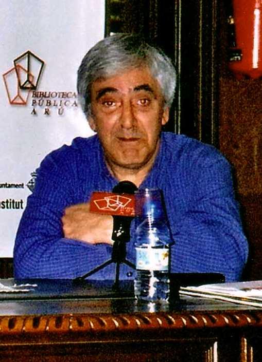 Manel Aisa en la presentació d'un llibre a la Biblioteca Pública Arús (Barcelona, 27 d'abril de 2006)