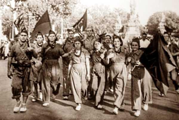 Milicianes cenetistes als carrers de Barcelona durant les jornades de juliol de 1936