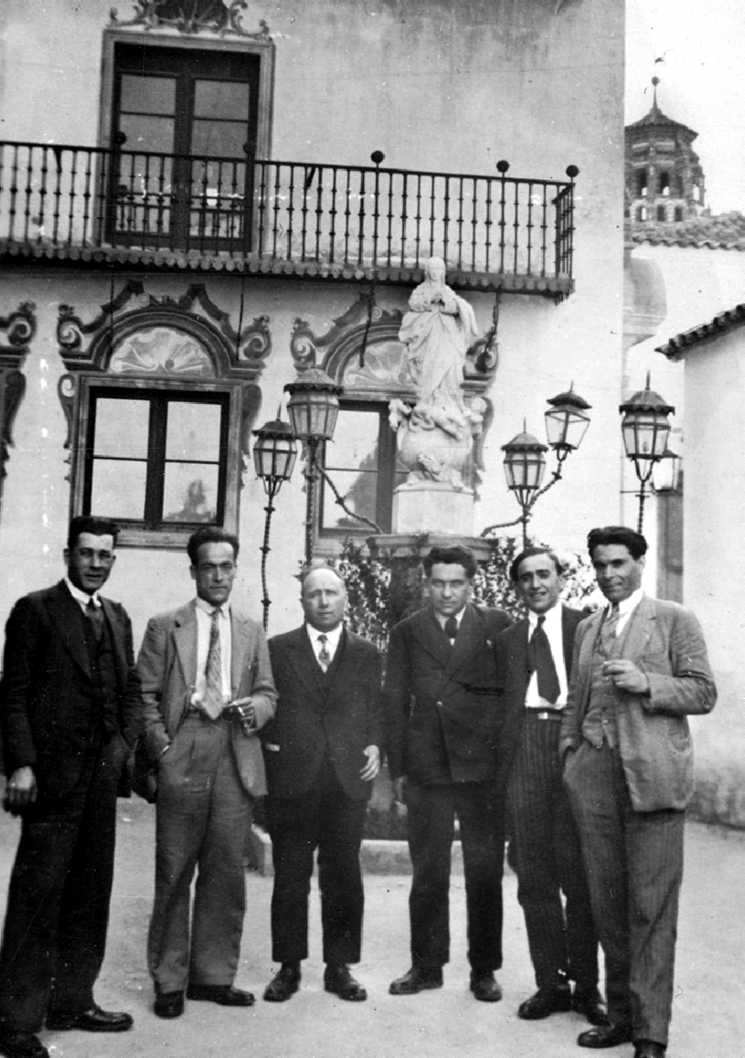 D'esquerra a dreta: García Vivancos, García Oliver, Louis Lecoin, Pierre Odéon, Ascaso i Durruti (Poble Espanyol. Montjuïc. Barcelona, maig de 1931)
