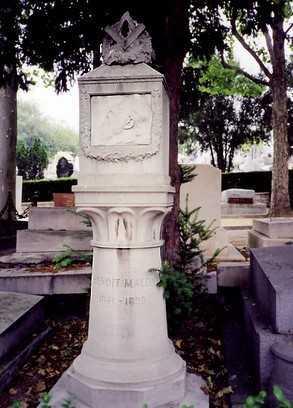 Monument en record de Benoît Malon davant el Mur dels Federats al cementiri de Père-Lachaise