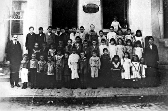 João Penteado y sus alumnos de la Escuela Moderna N º.  1 (1913)