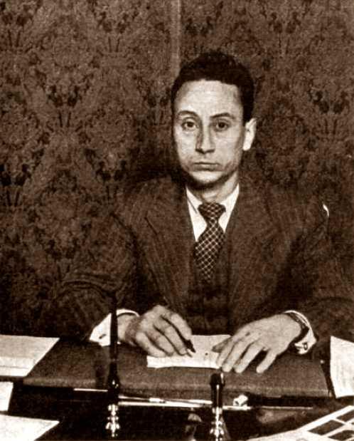 """Vicente Gil Aucejo (""""Portela"""") al seu despatx de secretari general de Seguretat Interior (1937)"""