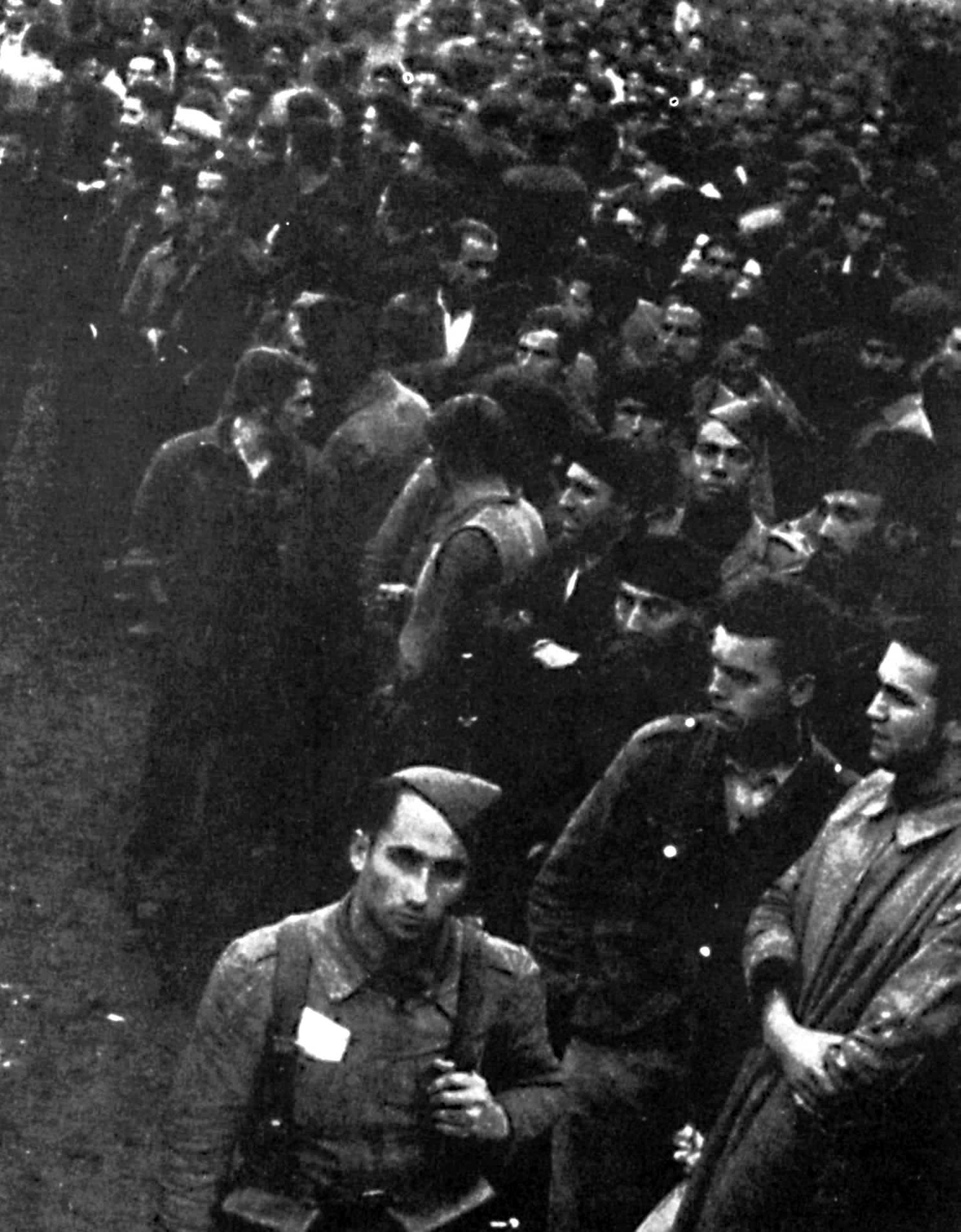 Grup de combatents republicans intentant prendre un vaixell al port de Gijón per fugir la nit del 20 i al 21 d'octubre de 1937