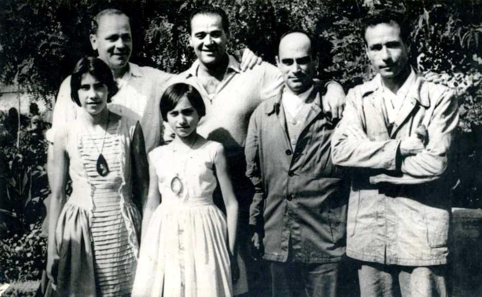 Josep Prat Closa (primer per l'esquerra) al penal de Burgos, en 1958, juntament a altres presos llibertaris (Juan Gómez Casas és el primer per la dreta) i alguns familiars