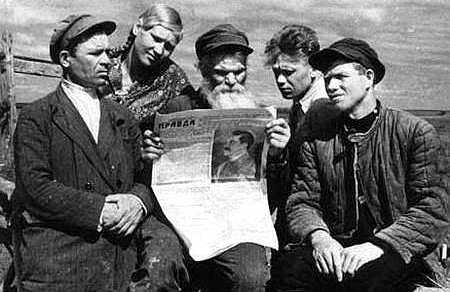 "Anatoli Skurikhin: ""Pagesos russos llegint 'Pravda'"" (anys 30)"