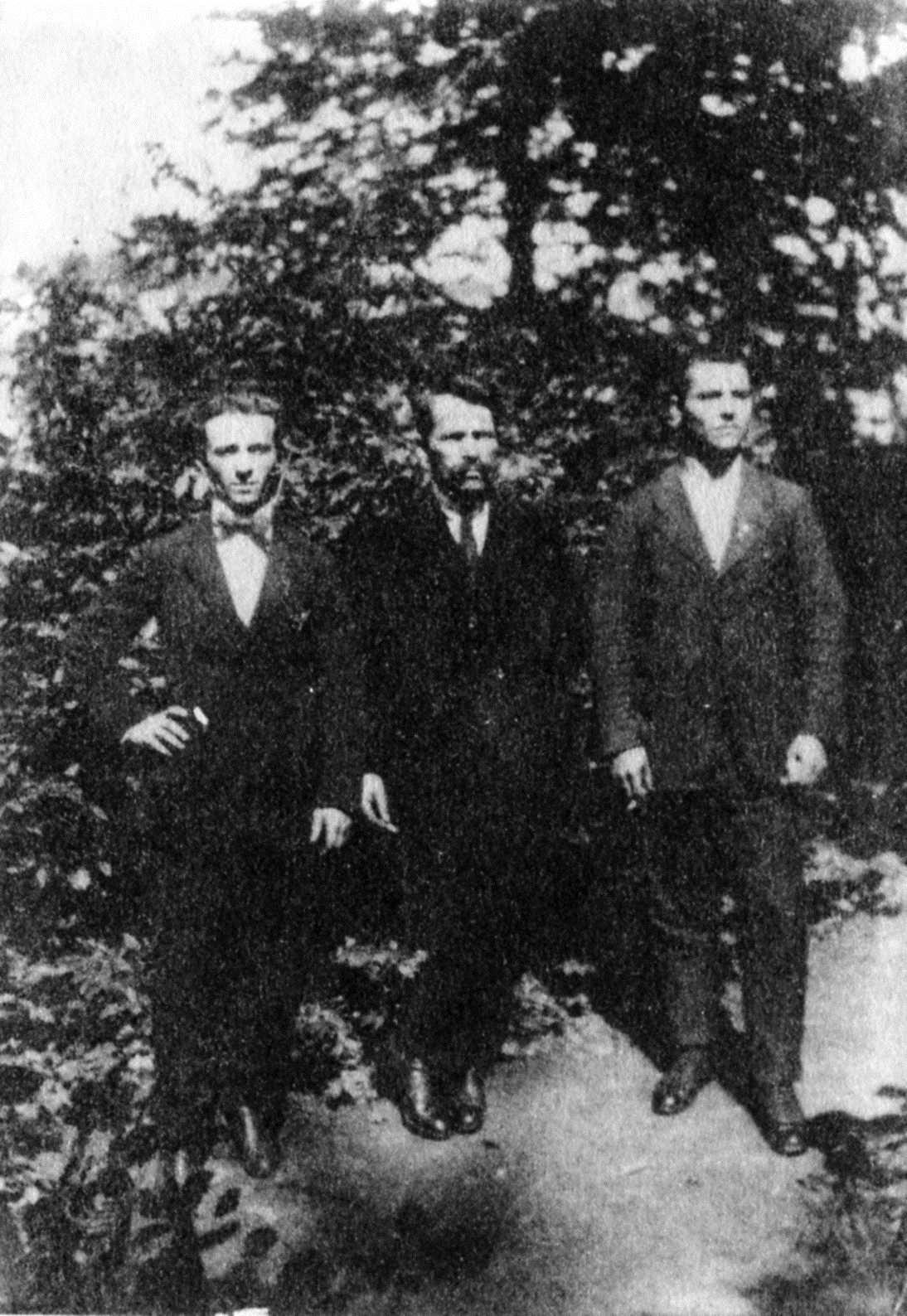 D'esquerra a dreta: Raffaele Puddu, Mameli Steverino i Paolo Puddu. Foto realitzada per Tomaso Serra a Mont-Saint-Martin (Xampanya-Ardenes, França)