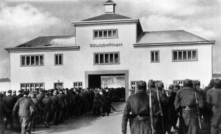 Tomados volviendo del trabajo en el campo de concentración de Sachsenhausen