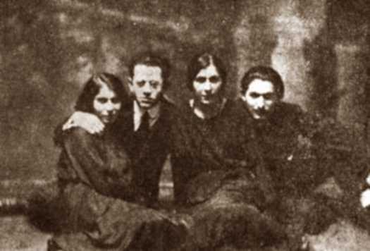 De dreta a esquerra: Jacob Abrams, Mary Abrams, Joseph Spivak i la companya d'Spivak