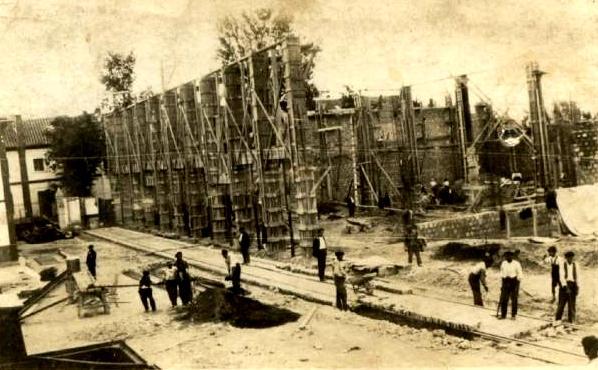 Construcción de la azucarera de Veguellina de Órbigo (León), donde trabajó Julio Patan