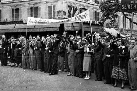 Manifestación del SNI en París (14-07-1936).  Foto de Roger Viollet