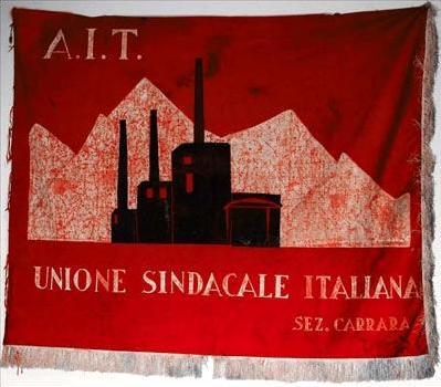 Senyera de la Secció de Carrara de l'USI-AIT