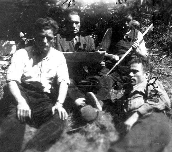 Antonio Vega Guerrero (primer per l'esquerra) amb uns companys