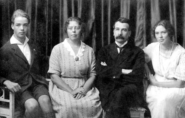 Jean Wintsch amb sa companya i sos fills (Lausana, ca. 1922)