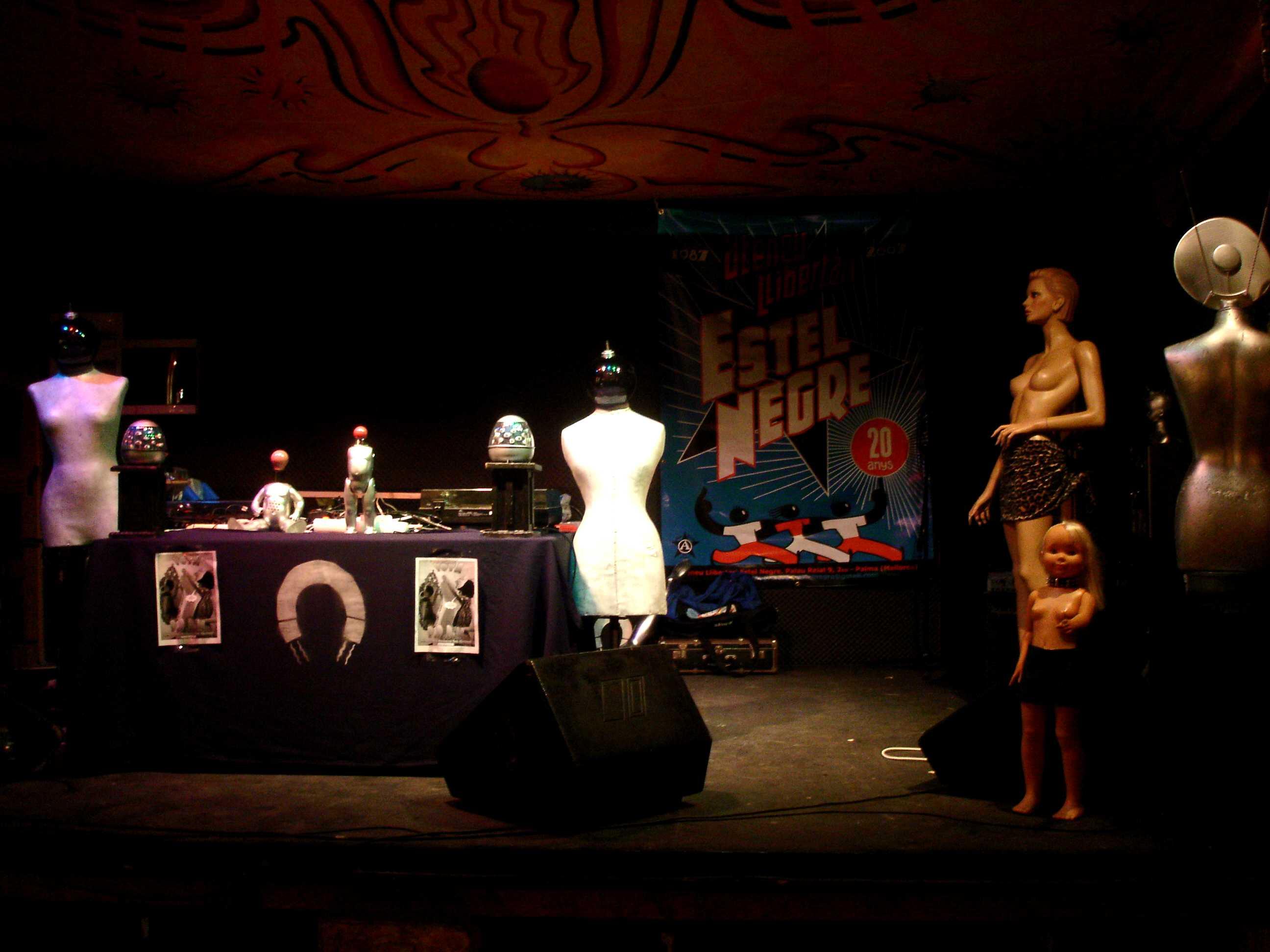 Fotos de la Festa del XX aniversari de l'Ateneu Llibertari Estel Negre